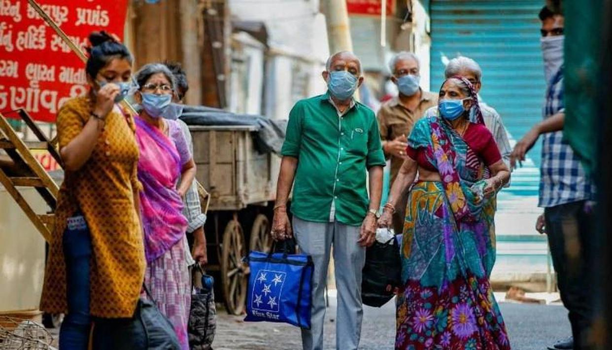 Covid-19 suspects of a residential colony in Ahmedabad being taken to a quarantine centre during nationwide coronavirus lockdown on April 19. Ahmedabad is the worst coronavirus affected city in Gujarat. (Photo: PTI)