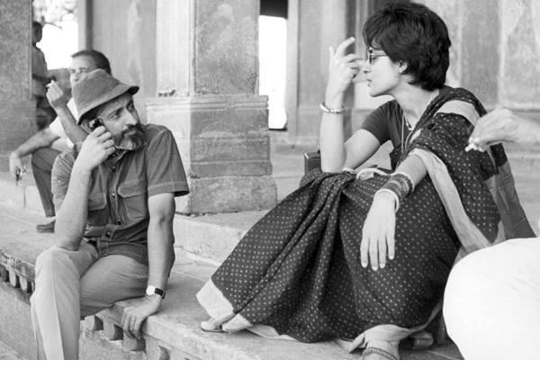फिल्म गर्म हवा के सेट पर शमा ज़ैदी के साथ एमएस सथ्यू. (फोटो: Special Arrangement)