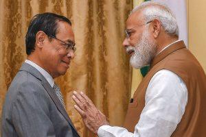 प्रधानमंत्री नरेंद्र मोदी के रंजन गोगोई. (फाइल फोटो: पीटीआई)