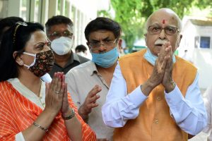 New Delhi: Senior BJP leader LK Advani, one the accused in Babri mosque demolition case, along with his daughter Pratibha Advani (L) and son Jayant Advani (C) after the verdict by the special CBI court, outside his residence in New Delhi, Wednesday, Sept. 30, 2020. All 32 accused in the Babri mosque demolition case have been acquitted by the court. (PTI Photo/Kamal Kishore) (PTI30-09-2020_000086B)