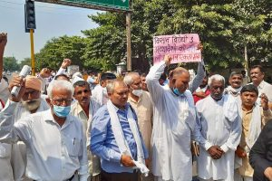 Hisar: Members of various farmers organizations stage a protest over agriculture related ordinances, in Hisar district, Sunday, Sept. 20, 2020. (PTI Photo)