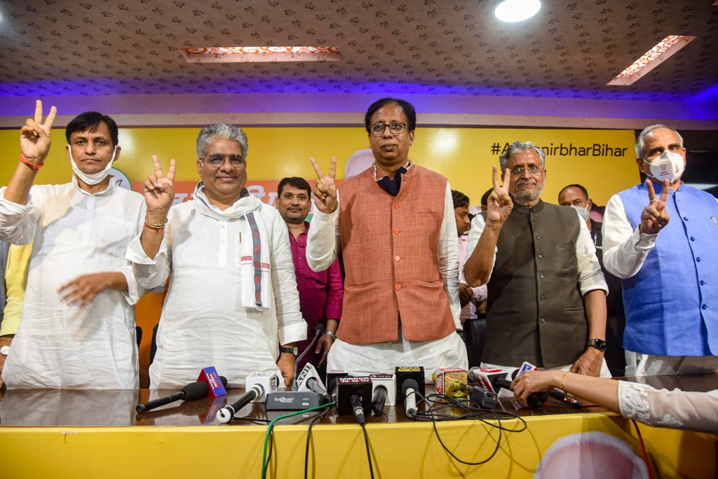 Patna: Bihar Deputy CM Sushil Kumar Modi, BJP Bihar in-charge Bhupendra Yadav, BJP Bihar President Sanjay Jaiswal and MoS Nityanand Rai flash victory sign during a press conference following NDAs lead during the counting of votes for the Bihar Assembly Elections results, in Patna, Tuesday, Nov 10, 2020 (PTI Photo)(PTI10-11-2020 000267B)