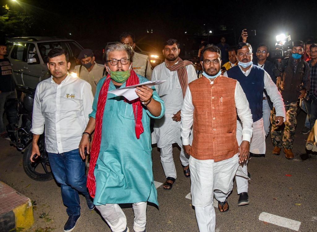 Patna: RJD leader Manoj Jha and other party leaders arrive at election office during the counting of votes for the Bihar Assembly election in Patna, Tuesday, Nov 10, 2020. (PTI Photo)(PTI10-11-2020 000235B)