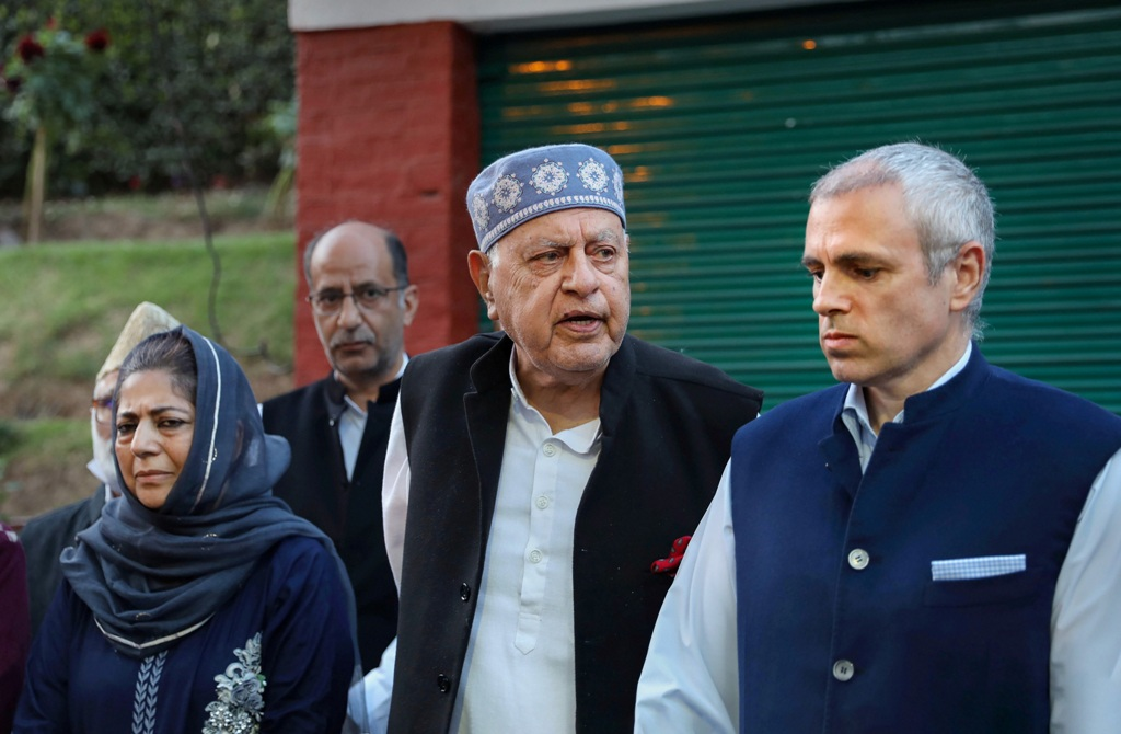 Srinagar: Jammu and Kashmir National Conference President Farooq Abdullah addresses a press conference along with his son Omar Abdullah, Peoples Democratic Party (PDP) President Mehbooba Mufti and others after meeting of signatories to the Gupkar declaration, at his residence in Srinagar, Thursday, Oct. 15, 2020. (PTI Photo)(PTI15-10-2020 000188B)