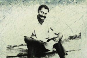 सुदामा पांडे 'धूमिल' (जन्म: 09 नवंबर 1936 - अवसान: 10 फरवरी 1975) (फोटो साभार: 4.bp.blogspot.com)