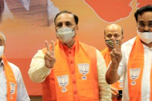गुजरात के मुख्यमंत्री विजय रूपाणी, उपमुख्यमंत्री नितिन पटेल और भाजपा प्रदेश अध्यक्ष सीआर पाटिल. (फोटो: पीटीआई)