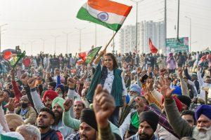 दिल्ली के गाजीपुर बॉर्डर पर प्रदर्शनकारी. (फोटो: पीटीआई)