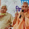 New Delhi: Vishva Hindu Parishad (VHP) Chief Alok Kumar and Swami Avdheshanand Giri address a press conference on decisions taken in Kendriya Margadarshak Mandal meeting of VHP, in New Delhi, Wednesday, Nov. 11, 2020. (PTI Photo/Manvender Vashist)(PTI11-11-2020 000136B)