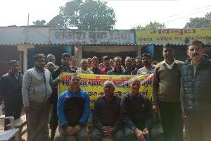 गोरखपुर खाद कारखाने के पूर्व कर्मचारी और दुकानदारों ने क्रमिक अनशन शुरू कर दिया है. (सभी फोटो: मनोज सिंह)