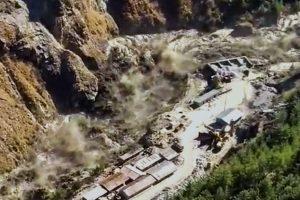 ग्लेशियर टूटने के बाद धौली गंगा में आई बाढ़. (फोटो: पीटीआई)