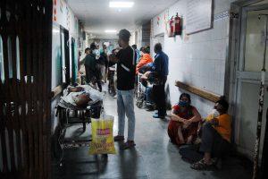 महामारी के दूसरी लहर के दौरान कानपुर का एक अस्पताल. (फोटो: पीटीआई)