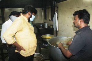 महाराष्ट्र के मंत्री बच्चू कडू (फोट साभार: @RealBacchuKadu ट्विटर)