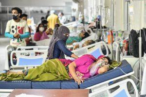 राजस्थान के अजमेर स्थित जवाहर लाल नेहरू अस्पताल में भर्ती कोरोना संक्रमित मरीज. (फोटो: पीटीआई)