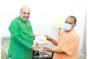 गृह मंत्री अमित शाह के साथ योगी आदित्यनाथ. (फोटो साभार: फेसबुक/@MYogiAdityanath)