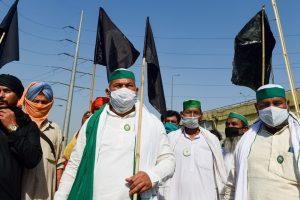 दिल्ली के गाजीपुर बॉर्डर पर भारतीय किसान यूनियन के नेता राकेश टिकैत के नेतृत्व में किसान प्रदर्शन कर रहे हैं. (फोटो: पीटीआई)